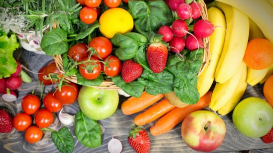 consuming fruits and vegetables lowers copd in smokers