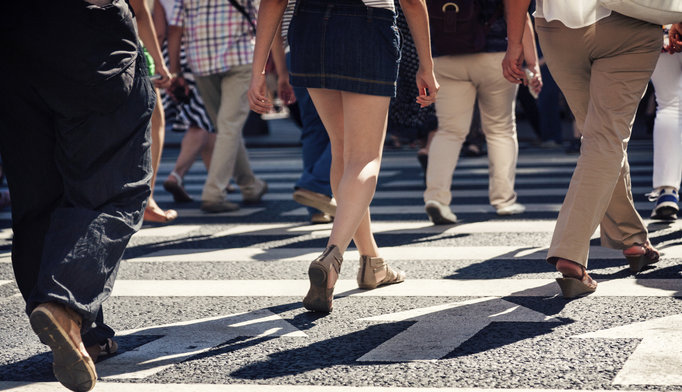 people-crossing-the-street_1115
