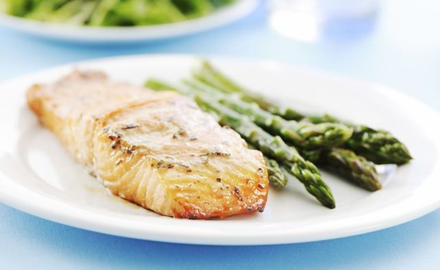 A plate of baked salmon and asparagus